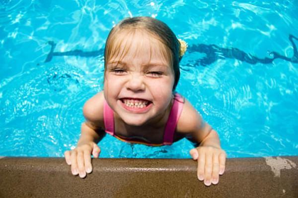 Benefícios da natação para pequenos