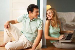 Casais que moram em casas separadas
