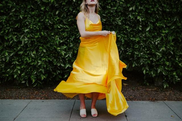 color blocking amarelo