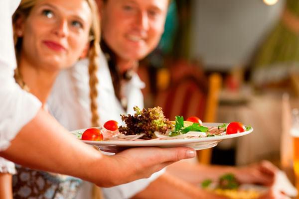Benefícios e cuidados ao comer fora de casa
