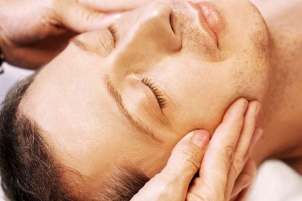 Shiatsu facial rejuvenesce e beneficia saúde