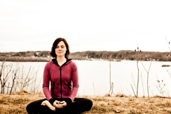Posturas de Yoga combatem alergias de inverno