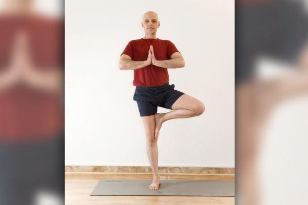 Postura da Árvore no Yoga