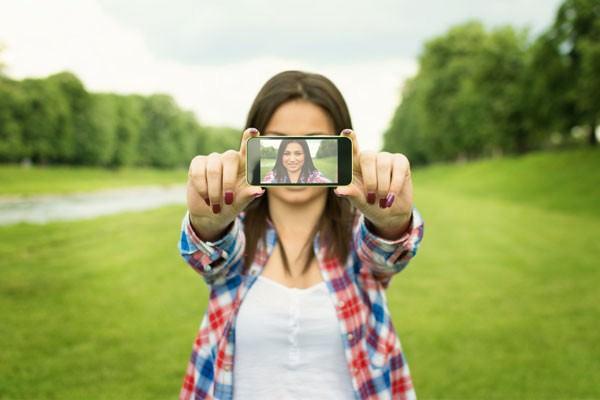 A carência por trás das selfies