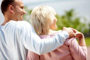Amor entre mulheres maduras e homens jovens