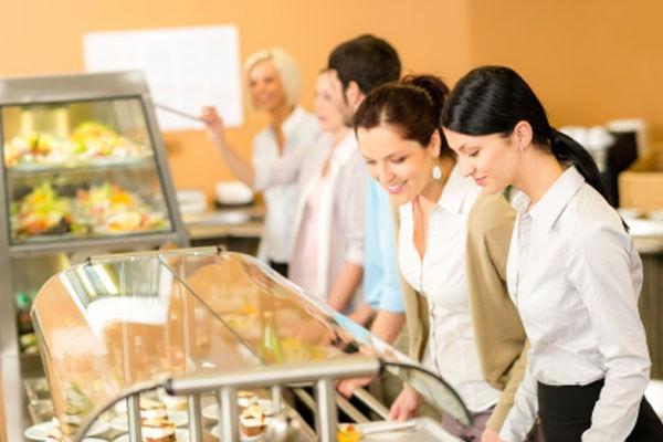 10 dicas para comer saudável fora de casa