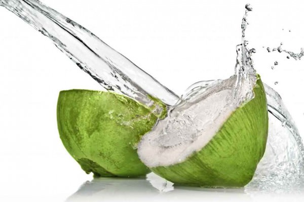 Água de coco hidrata e oferece mais energia