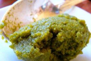 Receita de molho pesto com erva-cidreira