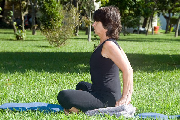 Yoga alivia rigidez articular