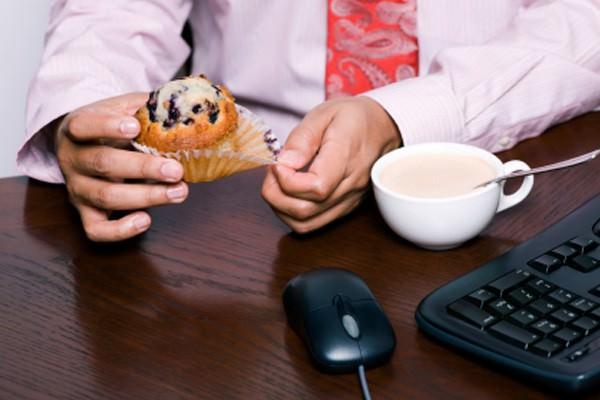 Hábitos alimentares perigosos no trabalho