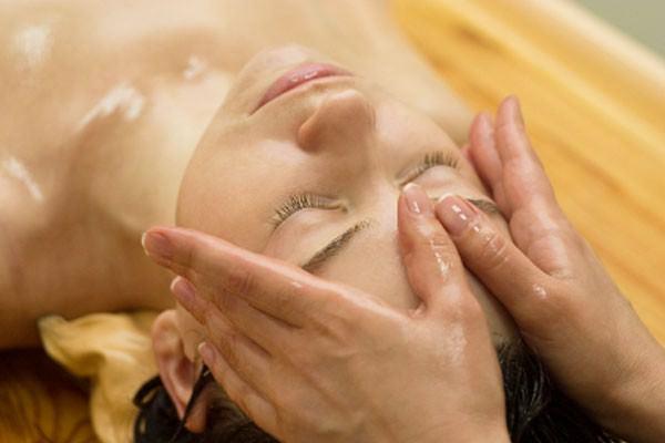 Conheça a massagem ayurvédica