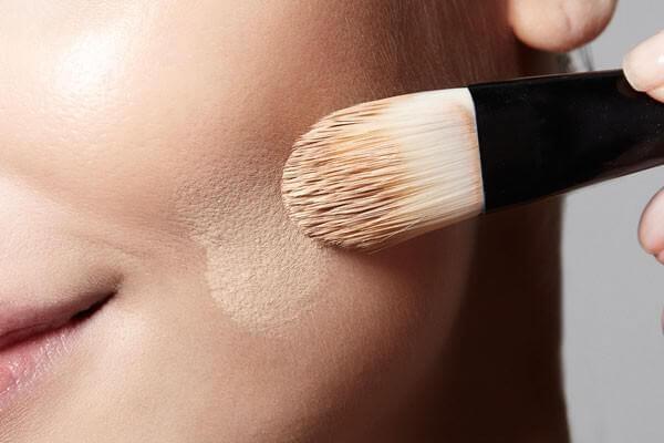 Da alergia a maquiagem à paixão pelos biocosméticos