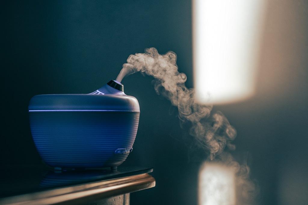 Aromaterapia: o que é e como usar difusor, colar e óleos essenciais