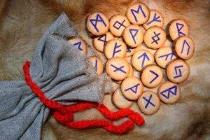 Significado das vogais do seu nome pelas Runas