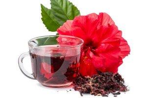 Chá de hibisco ajuda a emagrecer mas deve ser consumido com moderação