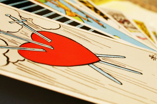 O que é o naipe de Espadas no Tarot?