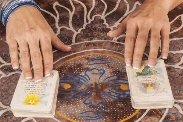 Tarot x vidência: desmistificando o oráculo