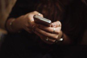 Celular: a arma que dispara contra sua relação