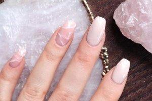 Nova moda: unhas imitando aparência do Quartzo Rosa