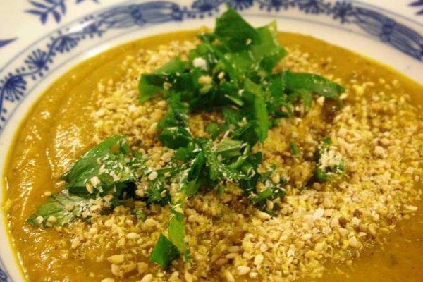 Aprenda a preparar a receita vegana de sopa de abóbora