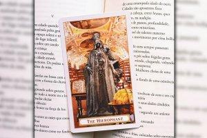 """Tarot: significado do arcano """"O Sacerdote"""""""