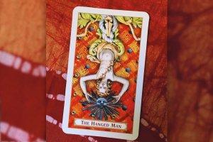"""Tarot: significado do arcano """"O Pendurado"""""""