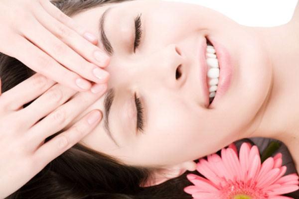 Massagem facial rejuvenesce e beneficia saúde
