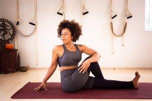 6 posturas de Vinyasa Flow Yoga que desbloqueiam suas dificuldades na vida