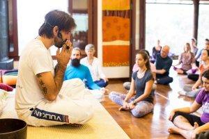 Yoga e Artes Marciais: benefícios, posturas e exercícios em comum