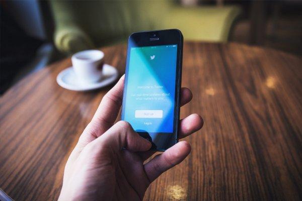 Redes sociais nos afastam dos outros e nos tornam mais solitários