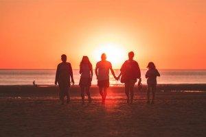 Lua nova de 15/02 a 17/03: desejo de socializar e brilhar