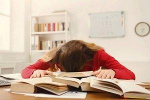 Florais e óleos essenciais para cansaço físico e mental nas questões acadêmicas