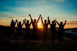 Lua nova de 17/03 a 15/04:  sensibilidade e abertura para grupos e amizades