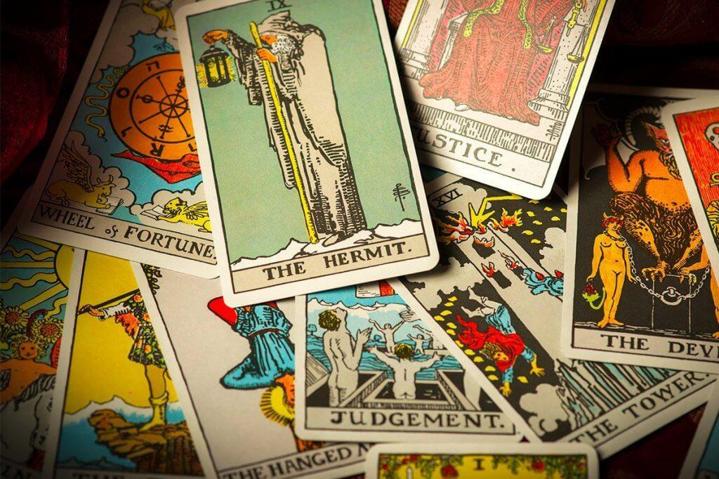 Existem cartas negativas num jogo de Tarot para o amor?
