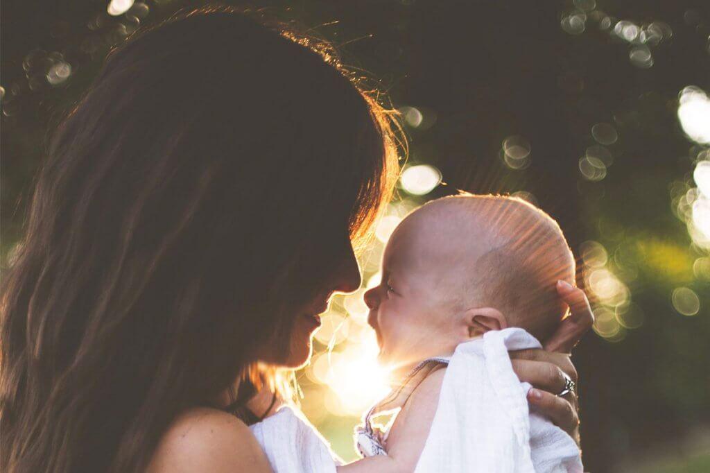 Amamentação, colo e laços de vínculo materno