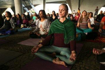 Prática e filosofia do Yoga ajudam a equilibrar a vida