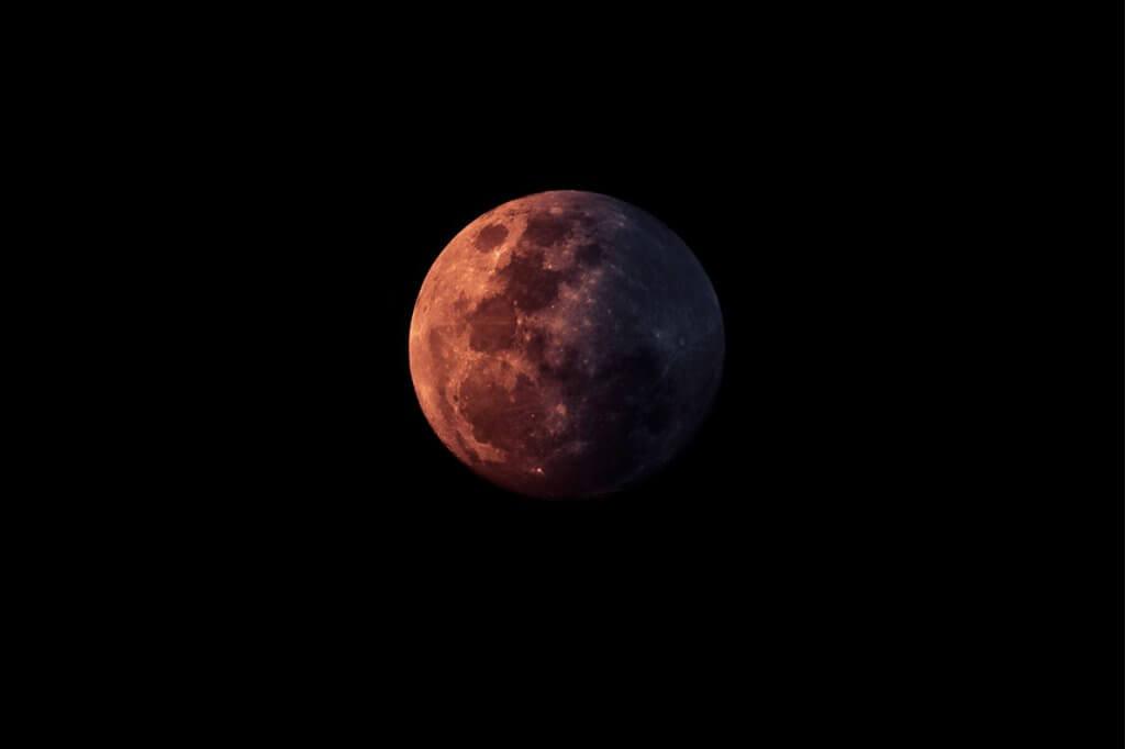 Entenda o eclipse lunar de 27 de julho