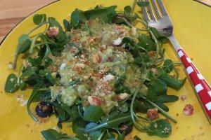 Salada de guacamole para receber a primavera