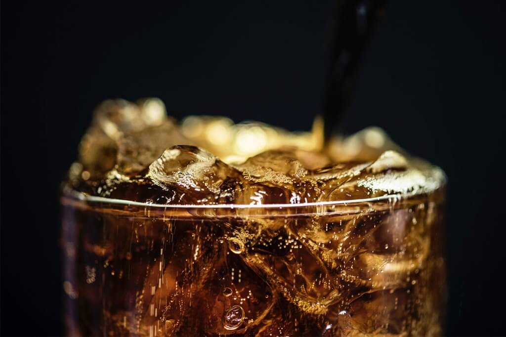 Excesso de refrigerante faz mal: 3 passos para reduzir o consumo