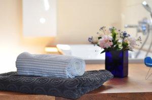 Como organizar banheiro: dicas práticas do que ter no local