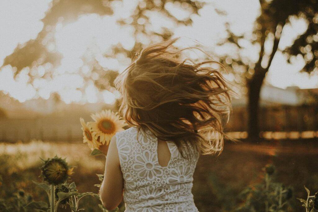 Acolher sua criança interior traz força e confiança para a vida adulta