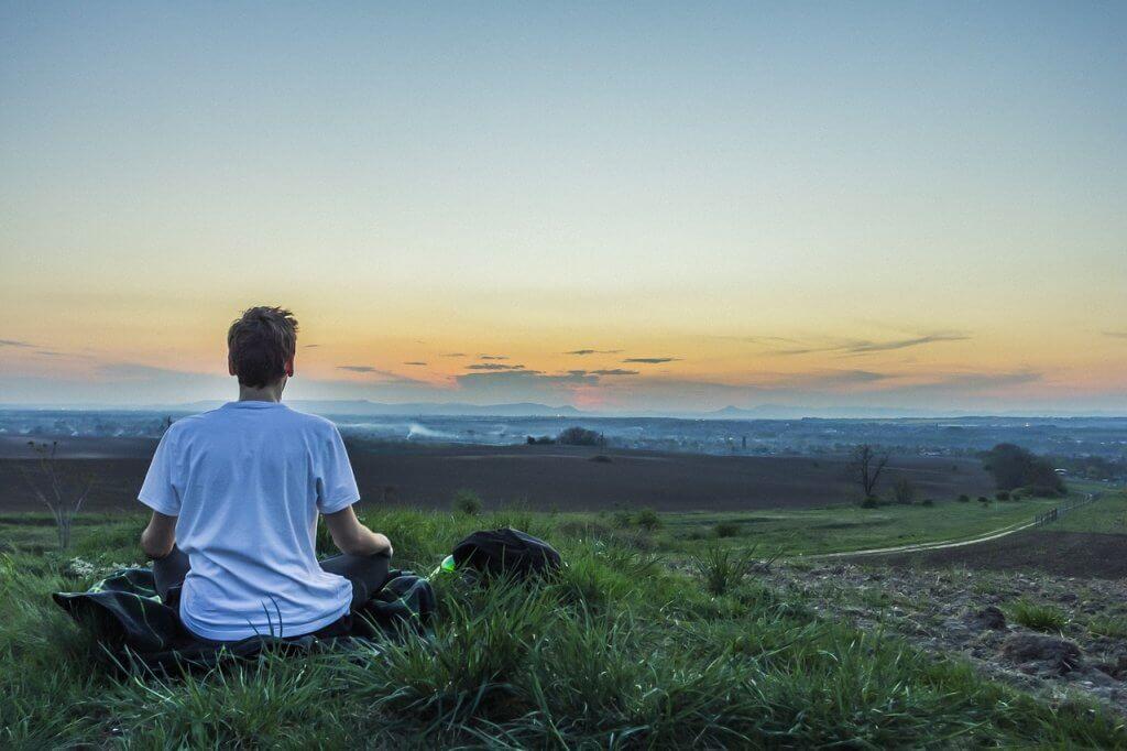 Meditação para relaxar: prática ajuda a diminuir o estresse
