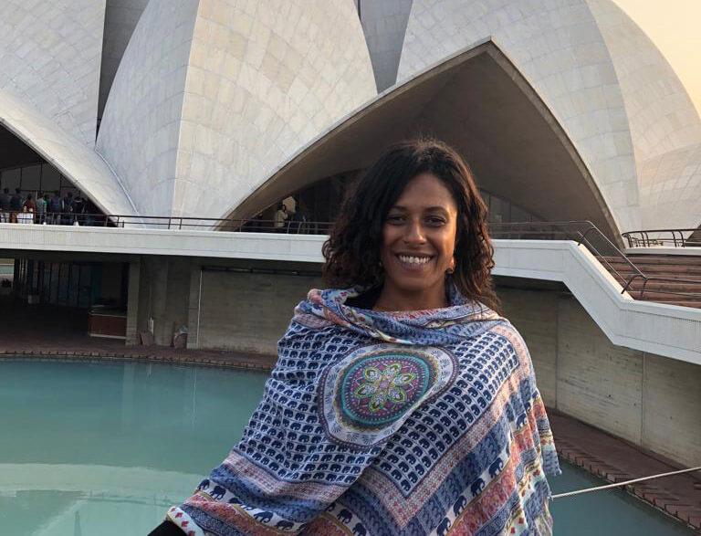 Professora de Yoga faz diário de viagem sobre a Índia