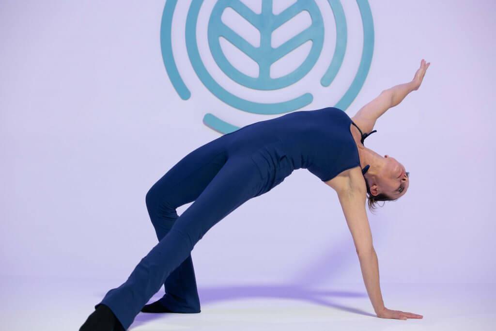 especialista fazendo postura de Ballet Blend