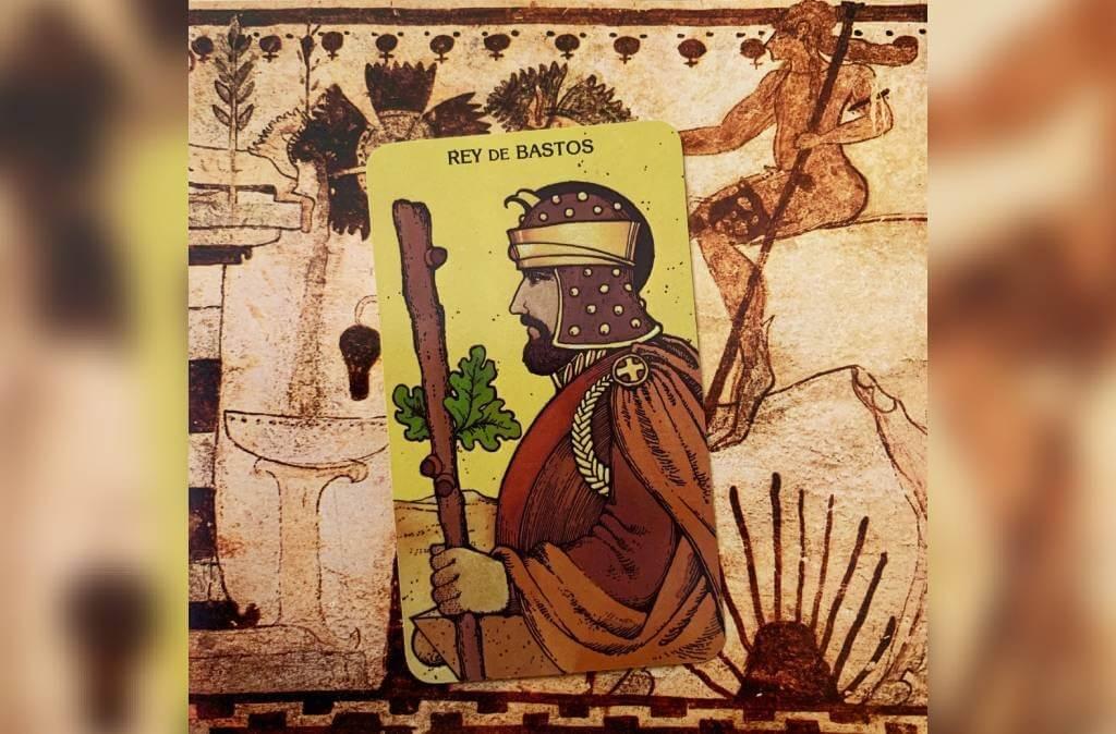 Rei de Paus: arcano do mês para Libra
