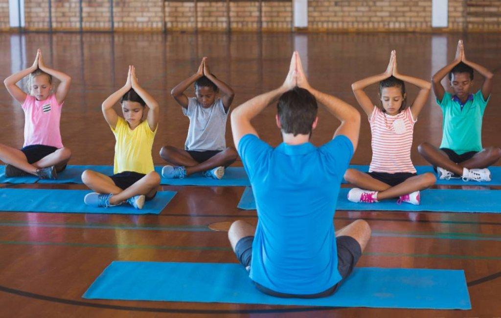 Yoga educativa: desenvolvimento e crescimento saudáveis