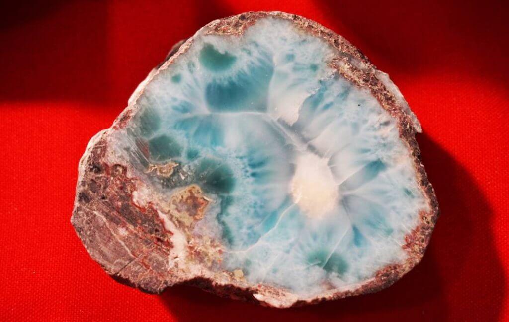 Feng Shui indica cristais e pedras para a área de criatividade no seu lar