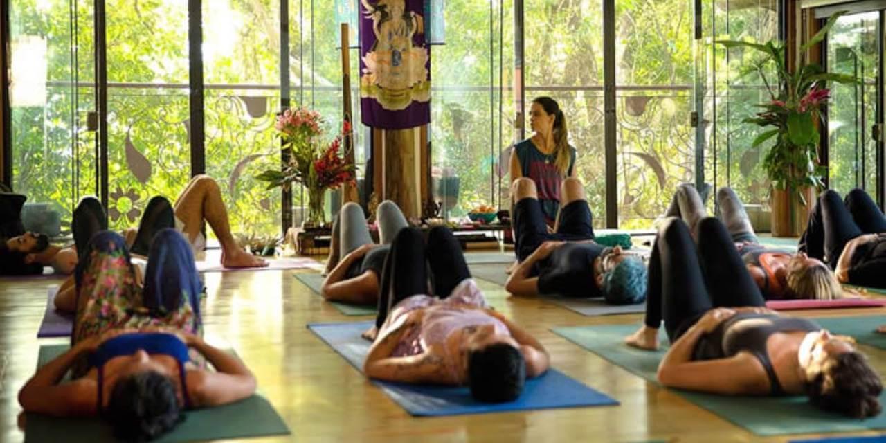 Yoga Hatha Vinyasa Flow com Renata Moura