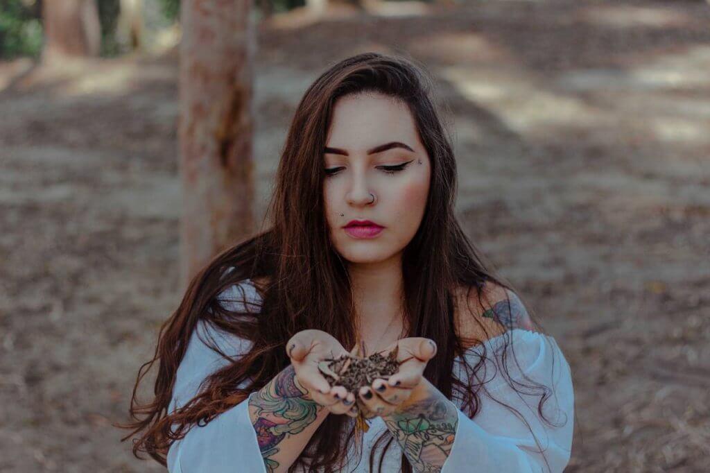 PLANTAR A LUA: o ritual poderoso com a menstruação