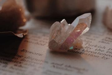 Florais, cristais e pedras de cada signo